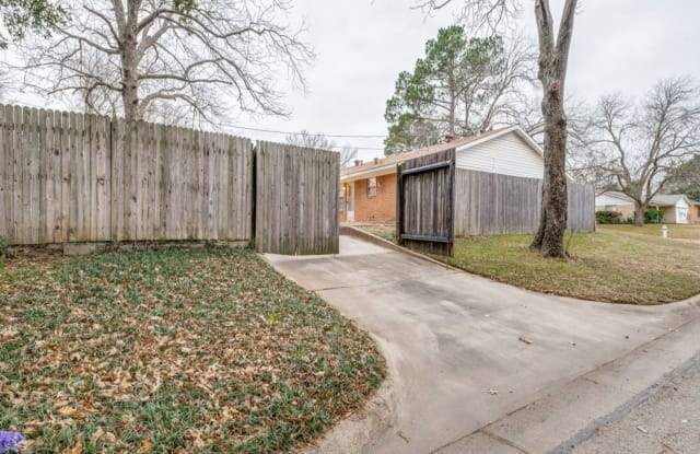 2401 Kingston Street - 2401 Kingston Street, Arlington, TX 76015