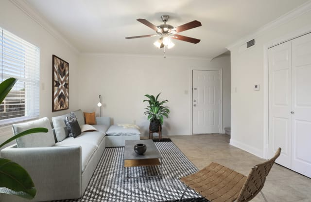 Warwick - 8001 Jefferson Hwy, Baton Rouge, LA 70809