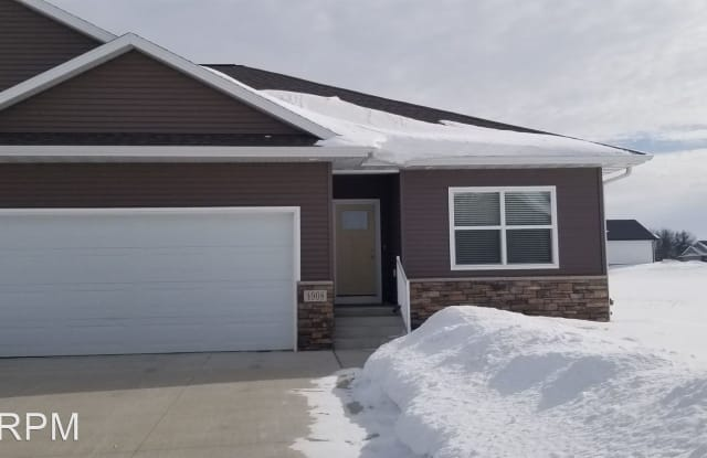 4908 Ironwood - 4908 Ironwood Drive, Cedar Falls, IA 50613