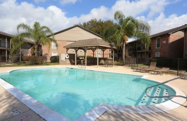 Steeplechase Apartments - 2400 South Loop 35 Bypass, Alvin, TX 77511