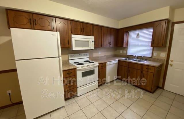 3205 S Kimbrough - 3205 South Kimbrough Avenue, Springfield, MO 65807