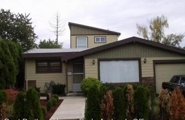 6604 SE 83rd Avenue - 6604 Southeast 83rd Avenue, Portland, OR 97266