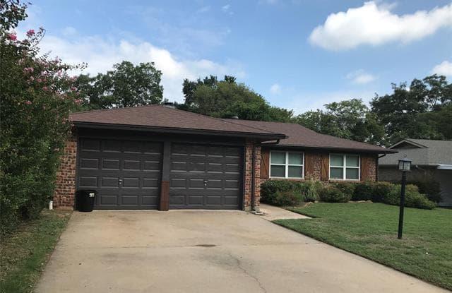 628 Oak Drive - 628 West Oak Street, Hurst, TX 76053