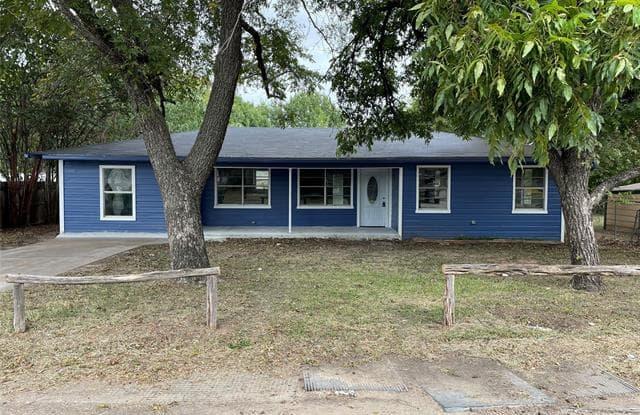 1171 N Race Street - 1171 N. Race Street, Stephenville, TX 76401