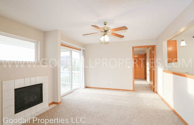 2128 NW 156th Street #27 - 2128 Northwest 156th Street, Clive, IA 50325