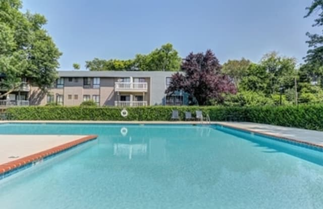 The Vista Apartments - 5319 Nolensville Pike, Nashville, TN 37211