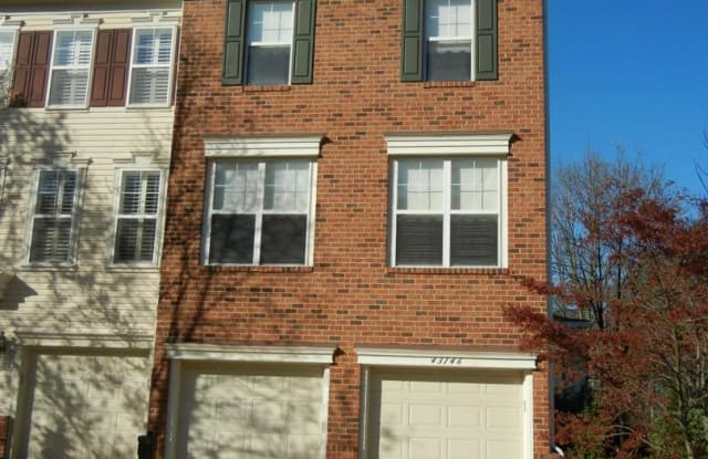 43146 HUNTSMAN SQ - 43146 Huntsman Square, Broadlands, VA 20148