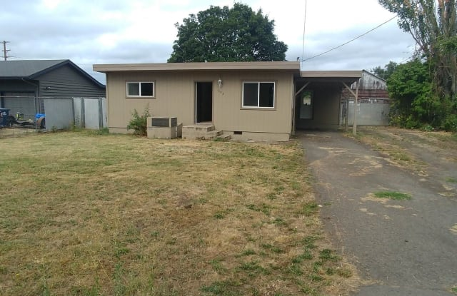 1192 N 30th St - 1192 North 30th Street, Springfield, OR 97478