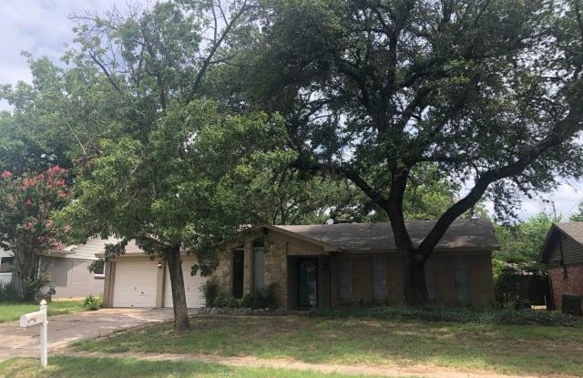732 Oakwood Ave - 732 Oakwood Avenue, Hurst, TX 76053