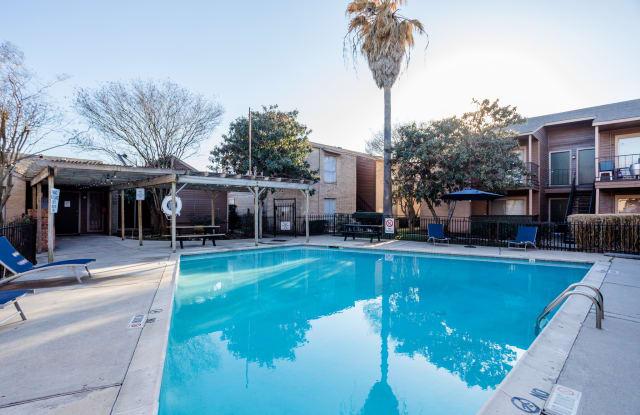 Ridge Point - 2700 Westridge St, Houston, TX 77054