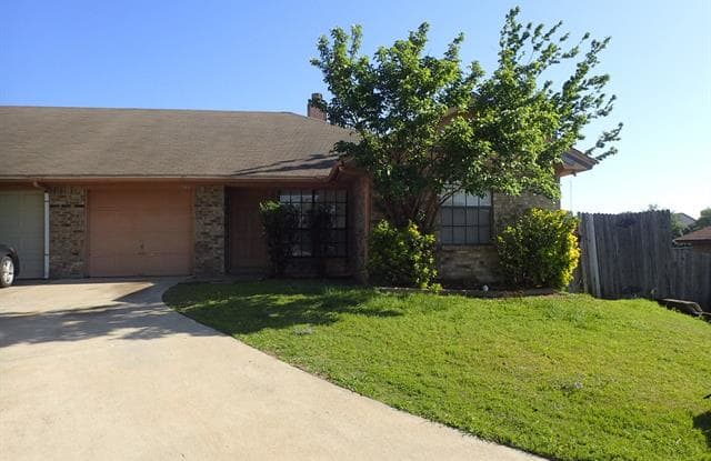 544 Signal Hill Court S - 544 Signal Hill Court South, Fort Worth, TX 76112