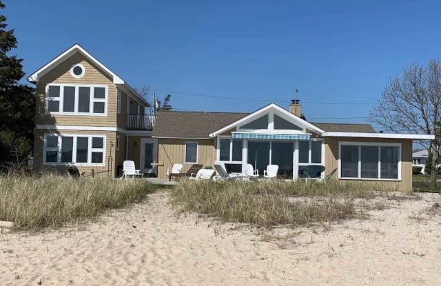 645 Fishermans Beach Road - 645 Fishermans Beach Road, Cutchogue, NY 11935