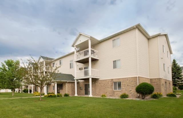 Pinehurst  Apartments - 1721 39th St SW, Fargo, ND 58103
