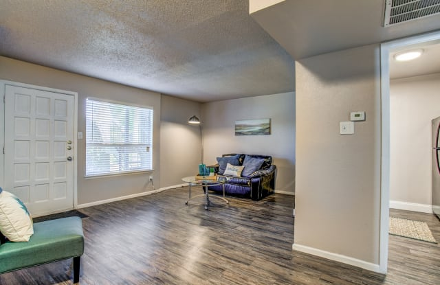 Legacy Apartments - 11300 Roszell St, San Antonio, TX 78217