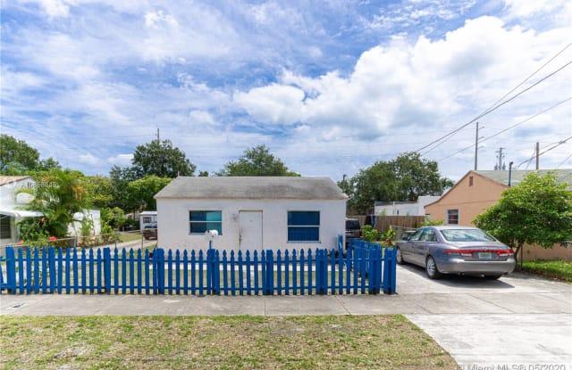 102 NW 1st Ave - 102 Northwest 1st Street, Hallandale Beach, FL 33009