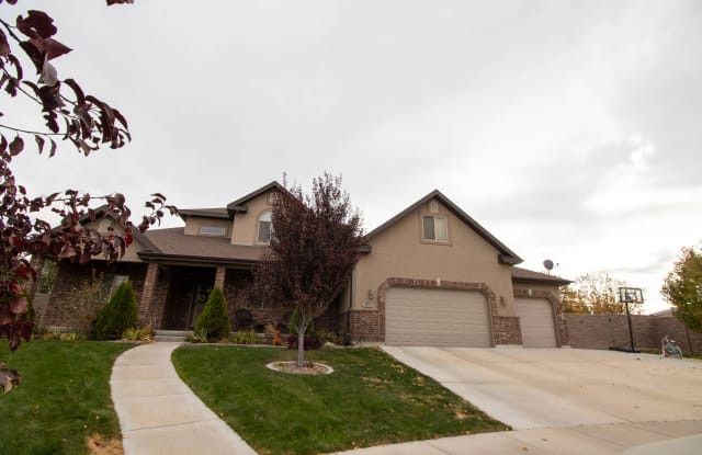 2002 S Clydesdale Cir - 2002 Clydesdale Circle, Saratoga Springs, UT 84045