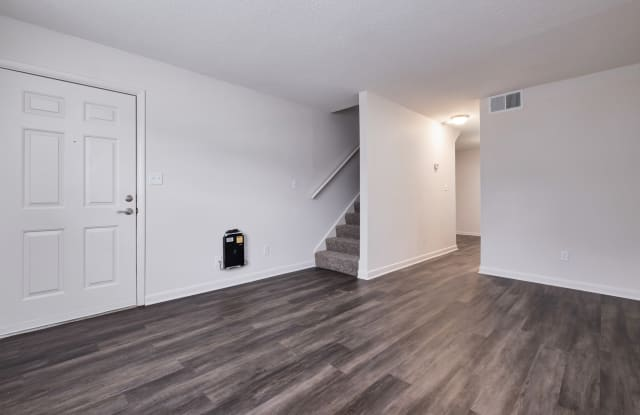 Pine Grove - 422-A Oak Manor Dr SW, Cullman, AL 35055