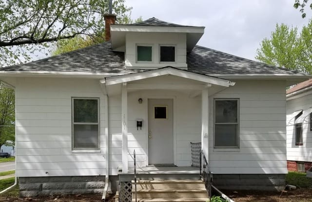 1101 Forest Ave - 1101 Forest Avenue, Waterloo, IA 50702