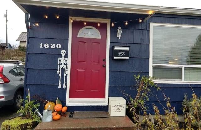 1620 Pine St - 1620 Pine Street, Everett, WA 98201