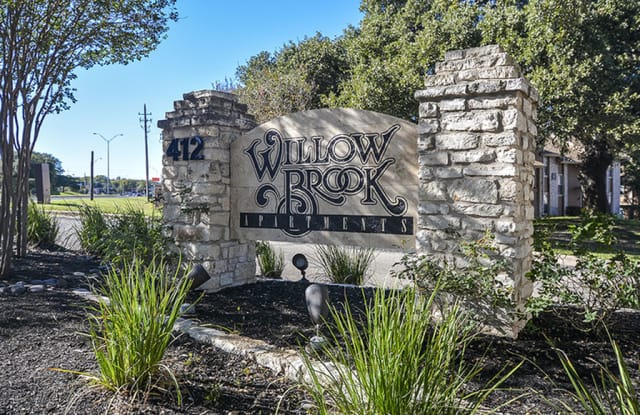 Willow Brook Apartment Homes - 412 E William Cannon Dr, Austin, TX 78745