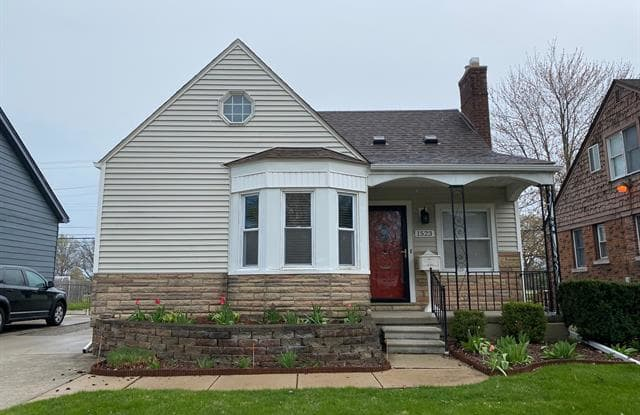 1523 ANITA Avenue - 1523 Anita Avenue, Grosse Pointe Woods, MI 48236