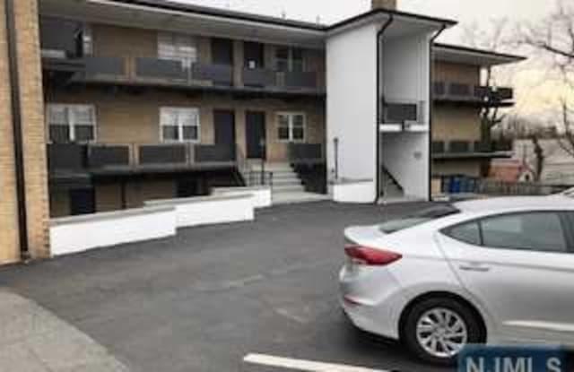 10 Corsa Terrace - 10 Corsa Terrace, Ridgewood, NJ 07450