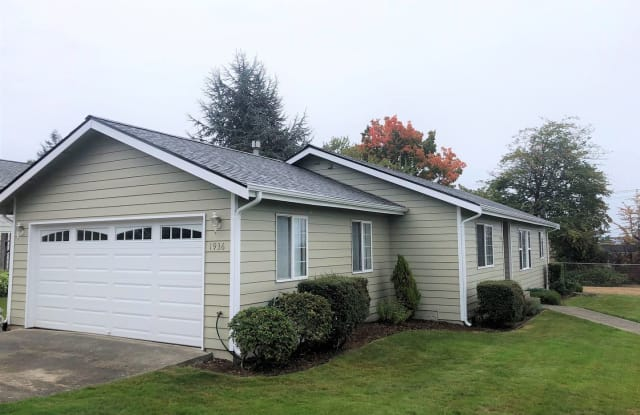 1936 Perry Ave - 1936 Perry Avenue, Bremerton, WA 98310