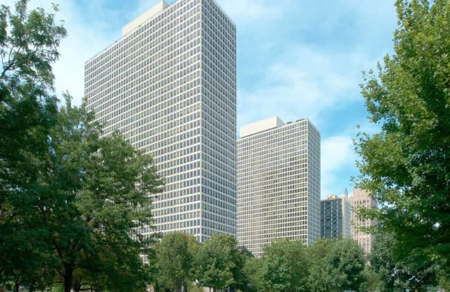Regents Park - 5035 S East End Ave., Chicago, IL 60615