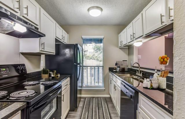 Sofia Apartments - 2201 Willow Creek Dr, Austin, TX 78741
