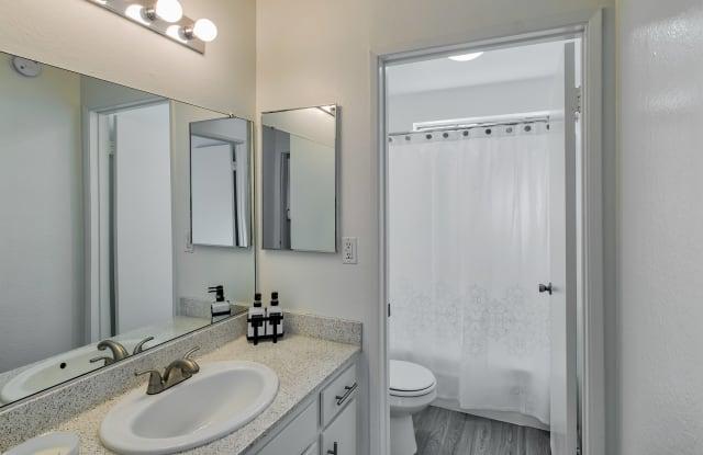 Weddington Apartments - 15370 Weddington St, Los Angeles, CA 91411