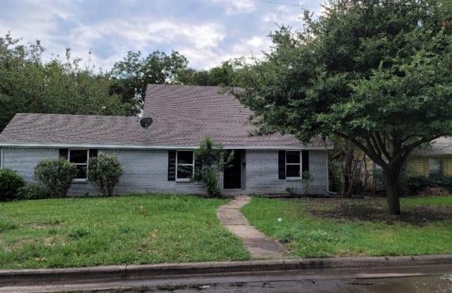 401 Floyd St - 401 Floyd Street, Waxahachie, TX 75165