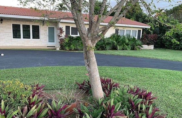 10561 Southwest 71st Avenue - 10561 Southwest 71st Avenue, Pinecrest, FL 33156