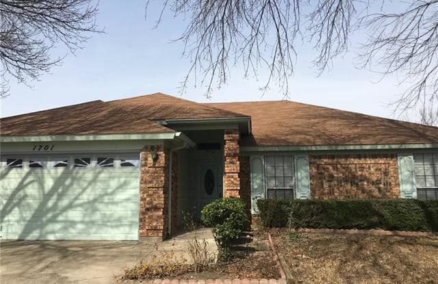 1701 Greenbend Drive - 1701 Greenbend Drive, Arlington, TX 76018