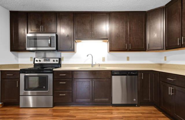 Oaks Lincoln Apartments - 5202 Lincoln Dr, Edina, MN 55436