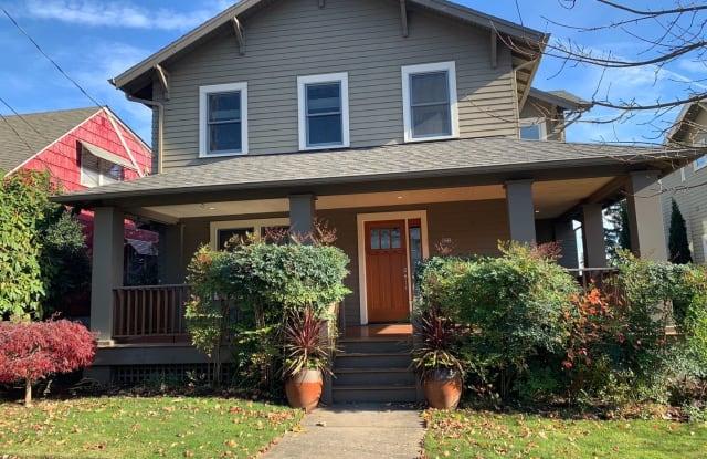 522 SE 70TH AVE - 522 Southeast 70th Avenue, Portland, OR 97215