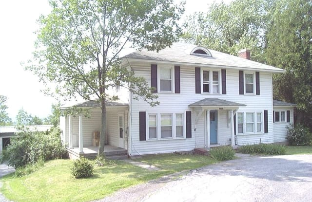 1 Bedroom Apartment In Ithaca Utilities Included Spacious Rooms Hardwood Floors Covered Parking South Hill Ny Apartments For Rent