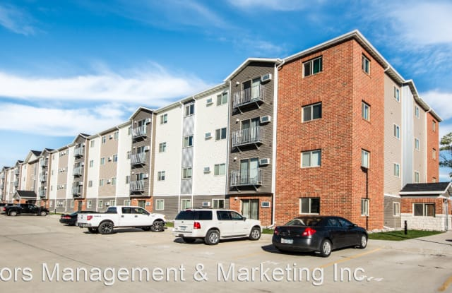 McEnroe Place I-III - 3920 Garden View Drive, Grand Forks, ND 58201