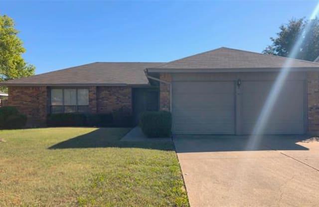 2625 Carrington Lane - 2625 Carrington Lane, Grand Prairie, TX 75052