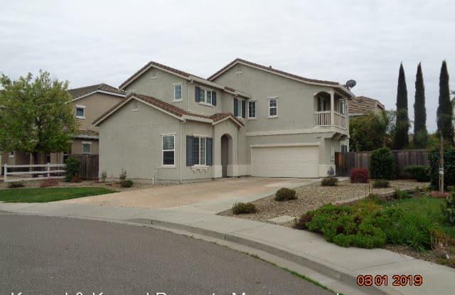 530 PINE TREE COURT - 530 Pine Tree Court, Vacaville, CA 95688