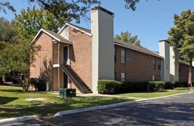 Peppertree Apartments - 1000 Robley Dr, Lafayette, LA 70503