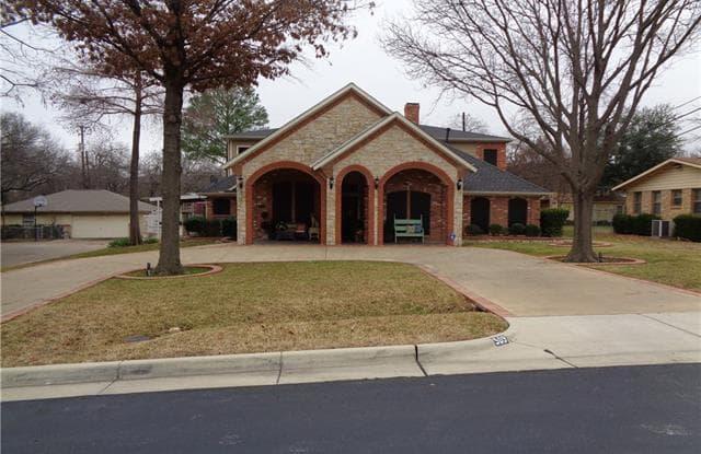 509 Hinton Street - 509 Hinton Street, Grand Prairie, TX 75050