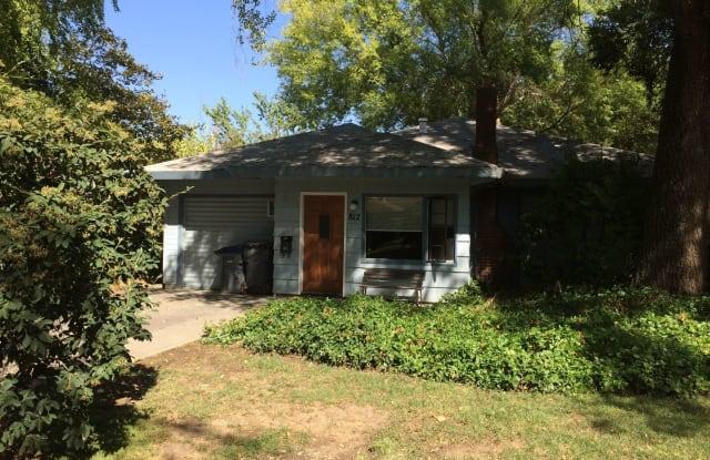 812 Douglass Avenue - 812 Douglas Avenue, Davis, CA 95616