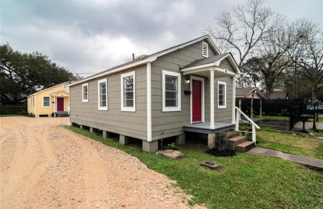 1314 W Blum Street - 1314 West Blum Street, Alvin, TX 77511