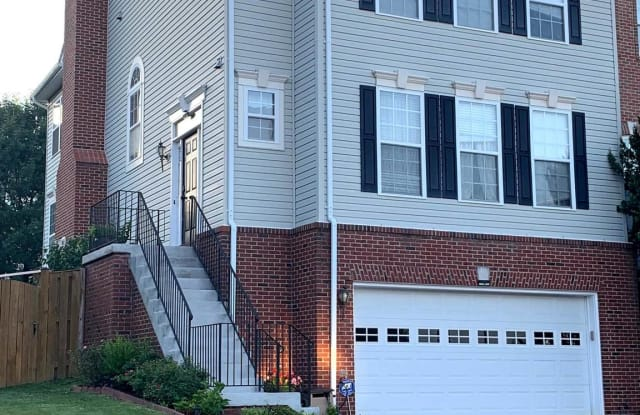 670 MCLEARY SQUARE SE - 670 Mcleary Square Southeast, Leesburg, VA 20175