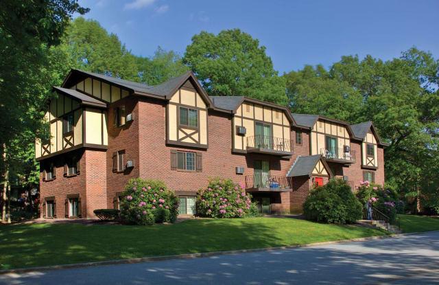 Royal Crest Estates North Andover - 50 Royal Crest Dr, Lawrence, MA 01845