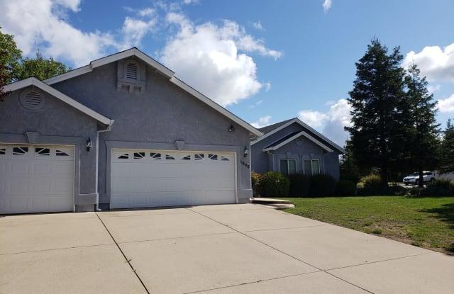 1695 Brinn Dr - 1695 Brinn Drive, Redding, CA 96001