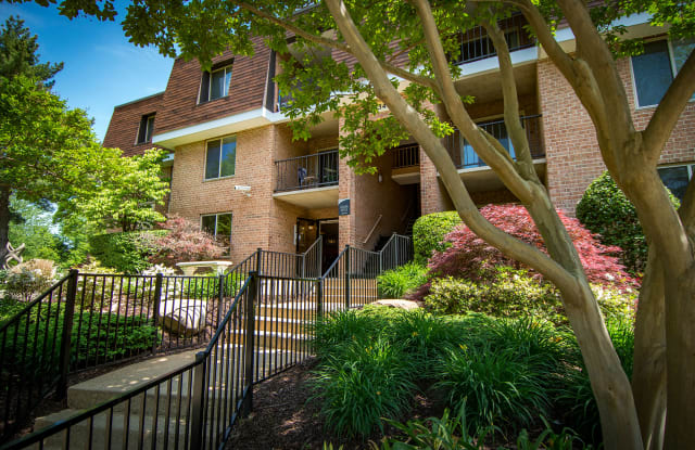 Oakton Park Apartments - 3347 Willow Crescent Dr, Fairfax Station, VA 22030