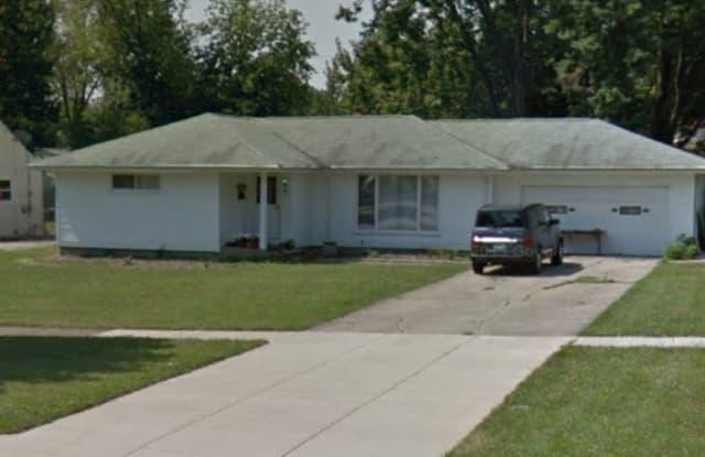 695 Shakespeare Dr - 695 Shakespeare Drive, Berea, OH 44017