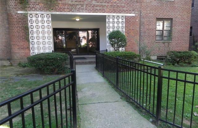 11 Welwyn Avenue - 11 Welwyn Road, Great Neck Plaza, NY 11021