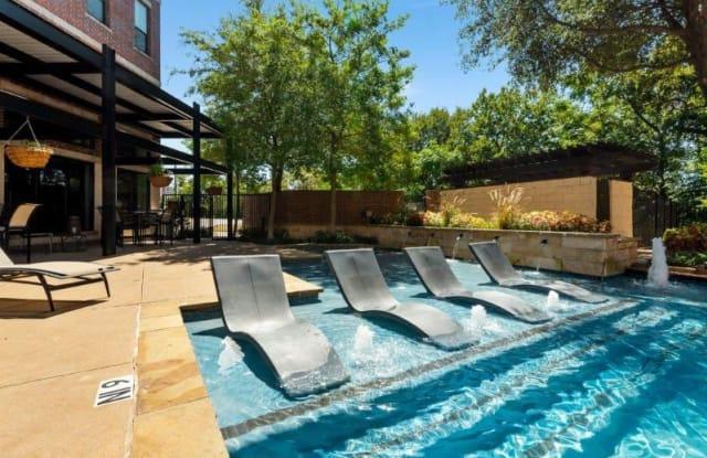 Trinity Bluff & District Urban Apartments - 701 E Bluff St, Fort Worth, TX 76102